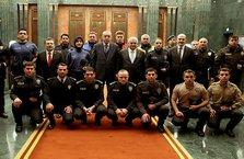 Emniyet personeli yeni üniformalarıyla Cumhurbaşkanlığı Külliyesi'nde