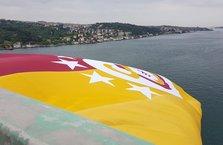 Galatasaray bayrağı köprüde