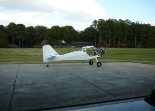 Evde canı sıkılan adam uçak yaptı