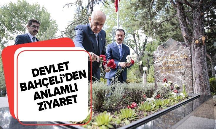 MHP Genel Başkanı Devlet Bahçeli, Alparslan Türkeş'in anıt mezarını ziyaret etti