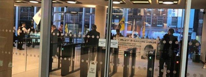 PKK yandaşlarından Londra'da provokasyon!