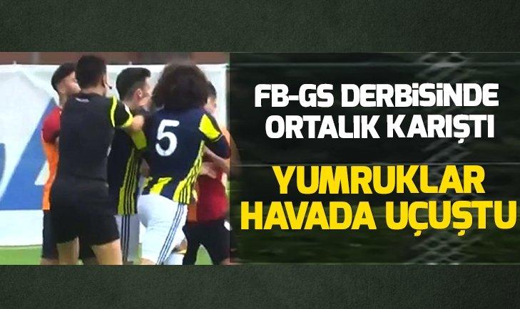 Fenerbahçe - Galatasaray derbisinde gençler birbirine girdi yumruklar konuştu!