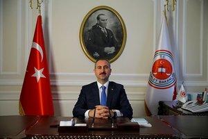 Son dakika: Adalet Bakanı Abdulhamit Gül'den flaş FETÖ elebaşı açıklaması