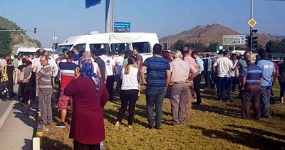 Muğla'da servis minibüsü ile kamyon çarpıştı Çok sayıda öğrenci yaralı