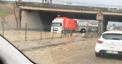 Son dakika: Marmara'da dolu yağışı etkili oldu! D-100 karayolunda ulaşım durdu |Video