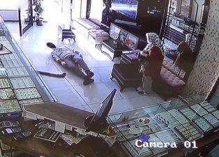 Konya'da tüfekli teyze soyguncuyu böyle püskürttü