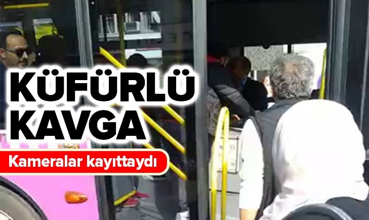 İSTANBUL'DA HALK OTOBÜSÜ ŞOFÖRÜ İLE YOLCU BİRBİRİNE GİRDİ
