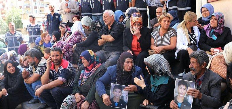Sözde sanatçılar Diyarbakır anneleri için ile ilgili görsel sonucu