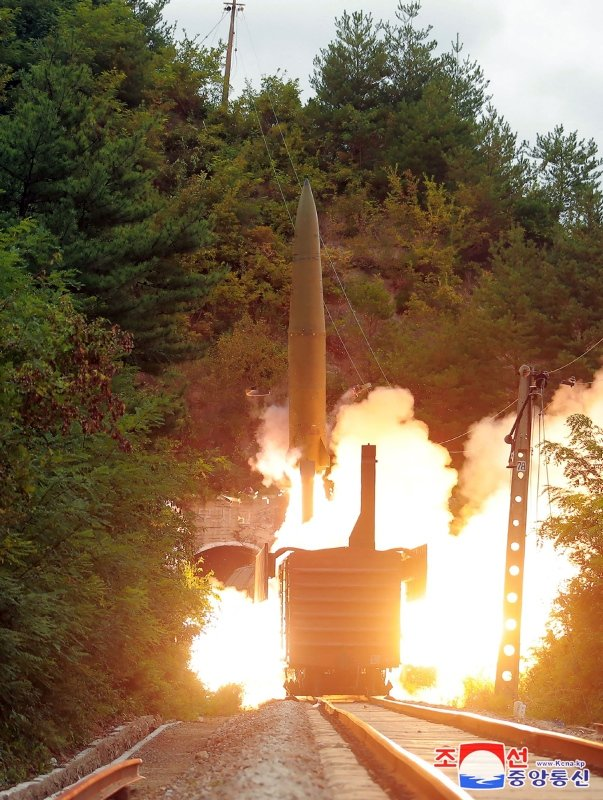 Kuzey Kore'den şaşkınlığa düşüren füze denemesi! Tren içinden ateşlendi