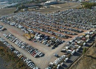 Ankara'da yediemin otoparkındaki araçlar çürümeye terk edildi