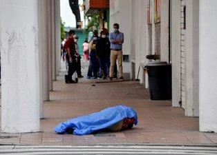 Dehşete düşüren görüntüler! Cesetler sokaklara atıldı...