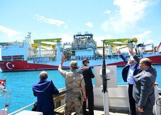 İlgi odağı oldu! Fatih Sondaj Gemisi'nin kuleleri Trabzon Limanı'nda