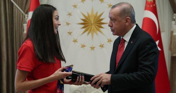 Başkan Erdoğan dünya şampiyonu tekvandocu İrem Yaman'ı kabul etti