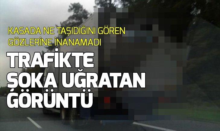 TRAFİKTE KASASINDA TAŞIDIĞI ŞEYİ GÖRENLER ŞAŞTI KALDI...