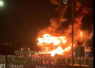 İstanbul Bebek'te korku dolu anlar! Lüks tekne alevlere teslim oldu