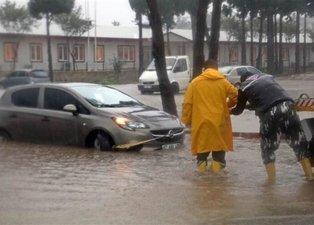 Antalya'yı fırtına yıktı geçti! Uçaklar inemedi, ağaçlar devrildi, araçlar mahsur kaldı