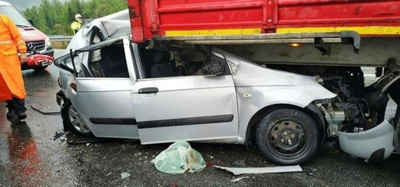 Aydın-İzmir otobanında korkunç kaza! Hurdaya dönen araçtan sağ çıktılar