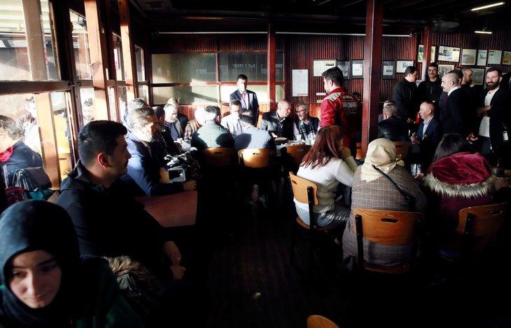 Başkan Erdoğan, tarihi Çınaraltı Çay Bahçesi'nde vatandaşlarla sohbet etti