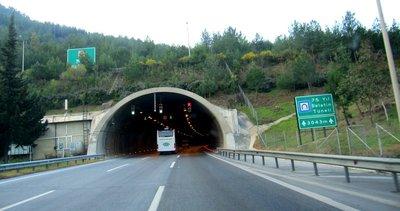 İzmir depremi nedeniyle tedbiren kapatılan 75. Yıl Selatin Tüneli ulaşıma açıldı