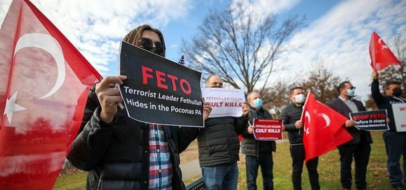 ABD'de teröristbaşı Fetullah Gülen protestosu! Türkiye'ye iade edin