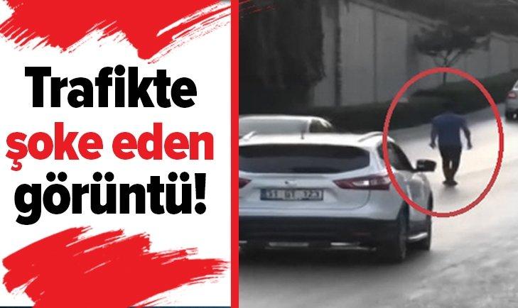 TRAFİKTE GÖRENLERİ ŞOKE EDEN OLAY!