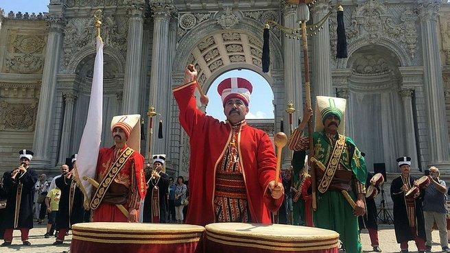 Dolmabahçe Sarayı'nda mehter konserine yoğun ilgi