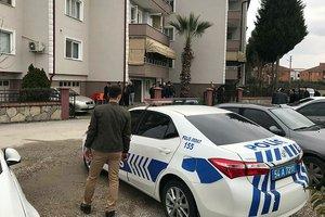 Polis memuru evinde ölü bulundu