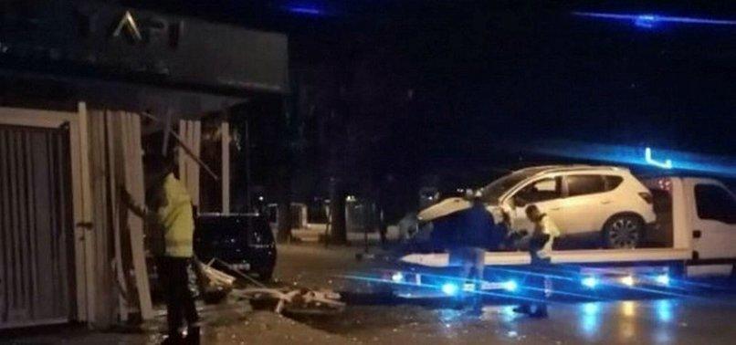 Son dakika: İzmir'de feci kaza! Cip iş yerine girdi