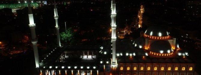 Ramazan'ın ilk teravihinde vatandaşlar o camiye akın etti!