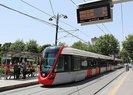 Bağcılar tramvay hattına ağaç devrildi! Seferlerde aksama yaşanıyor