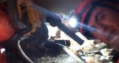 Son dakika: İzmir'de enkaz altında kalan 15 yaşındaki Günay kurtarıldı