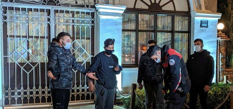 İzmir'de kısıtlamayı ihlal eden 4 kafadar uyuşturucu madde ile yakalandı