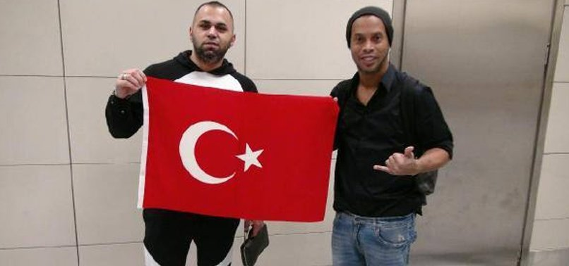 EFSANE FUTBOLCU RONALDİNHO İSTANBUL'DA