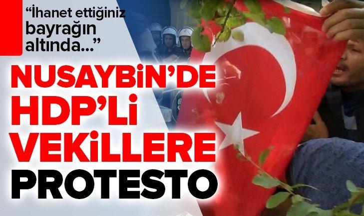 NUSAYBİN'DE HDP'Lİ VEKİLLERE TÜRK BAYRAKLI TEPKİ