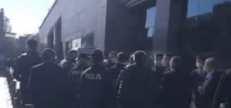 Öfke dinmiyor! CHP'li İmamoğlu ile taksiciler arasında gerginlik