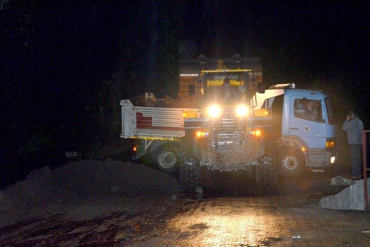 Giresun'da sel felaketi! Jandarma aracı suya gömüldü