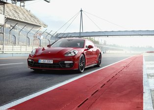 2019 Porsche Panamera GTS örtüsünü kaldırdı