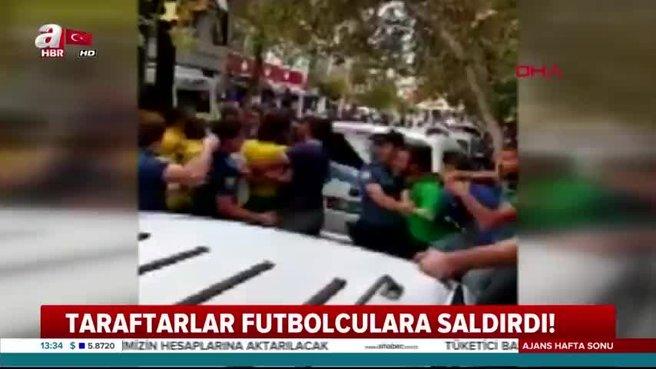 Taraftarlar futbolculara saldırdı!