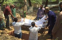 Hintli İslam alimi Covid-19 nedeniyle hayatını kaybetti