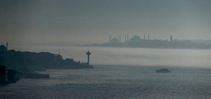 İSTANBUL'DA BOĞAZ TRAFİĞİNE SİS ENGELİ