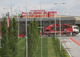 Yeşilköy'deki pandemi hastanesine tabela asıldı! Açılış için gün sayıyor