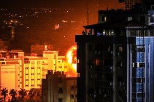 İsrail Gazze'de sivilleri bombalıyor