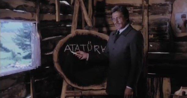 Kuruluş Osman'ın yıldızı Cüneyt Arkın 24 Kasım Öğretmenler Günü'nü o film karesiyle kutladı