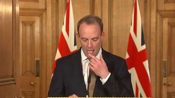 İngiliz bakanın skandal virüs duyarsızlığı!