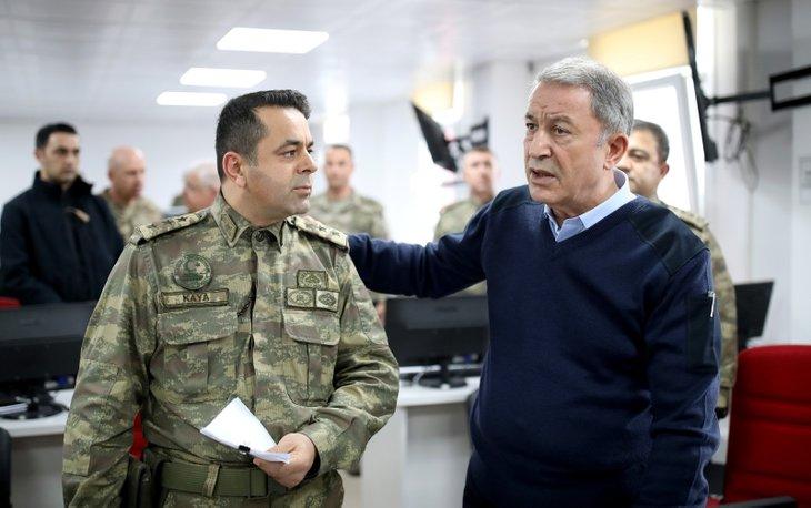 Bakan Akar ve TSK komuta kademesi Suriye sınırında!