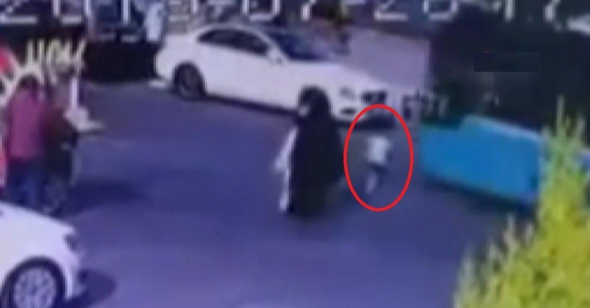 İstanbul'da dehşet anları kamerada! Küçük çocuk otobüsün altında kaldı