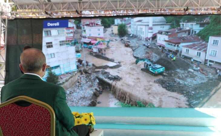 Başkan Erdoğan sel felaketinin yaşandığı Giresun'da! Bölgeyi havadan inceledi