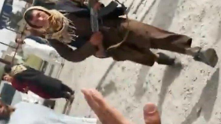 Canlı yayında dehşet! Taliban o gazetecilere saldırdı
