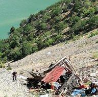 Artvin'de feci kaza! Kamyon uçuruma yuvarlandı: 1 ölü, 8 yaralı