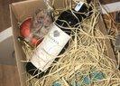 Afiyet olmasın! CHP Mersin Belediye Başkanı Vahap Seçer belediyenin kaynaklarını kullanarak yılbaşı gecesi için şarap dağıttı
